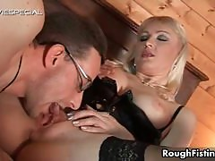 Sexy blonde babe gets horny getting her