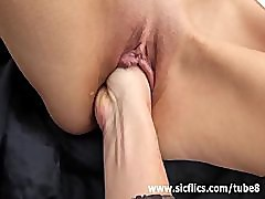 Fist fucking the wife\'s pussy at the park