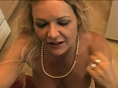 Strong MomMa Kelly Leigh inserts her Gate near A huge ram rod and enenjoyments it