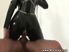 Mature domina in latex cock riding sub