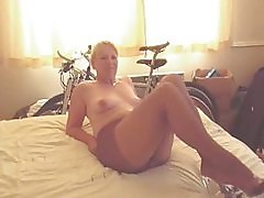 Sexy Mature Lady in Pantyhose Gives Handjob