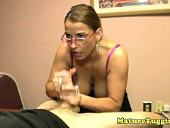 Bigtit spex cougar tossing off his cock