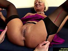 Euro dyke mature in stockings enjoys a fingering