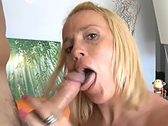 She\'s A Sexy mature who loves dicklicking to the last drop